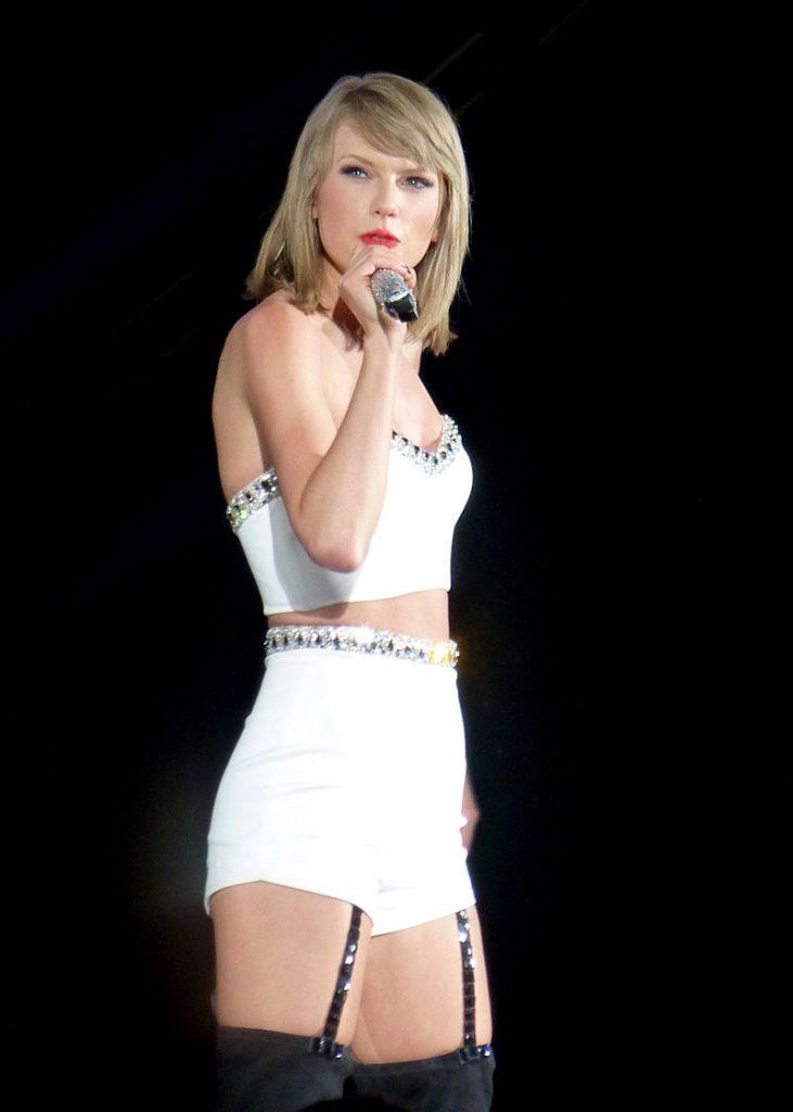 Taylor_Swift_043_(18117777270)