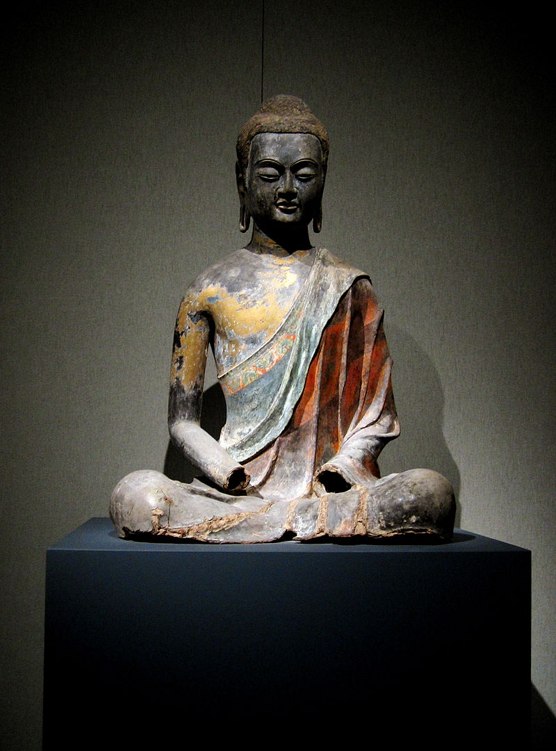 Sculptură chinezească din Hebei reprezentându-l pe Buddha, probabil Amitabha (Amituo). Foto Rosemania, Flickr, Wikipedia.
