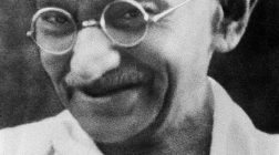 Mahatma Gandhi despre femeie