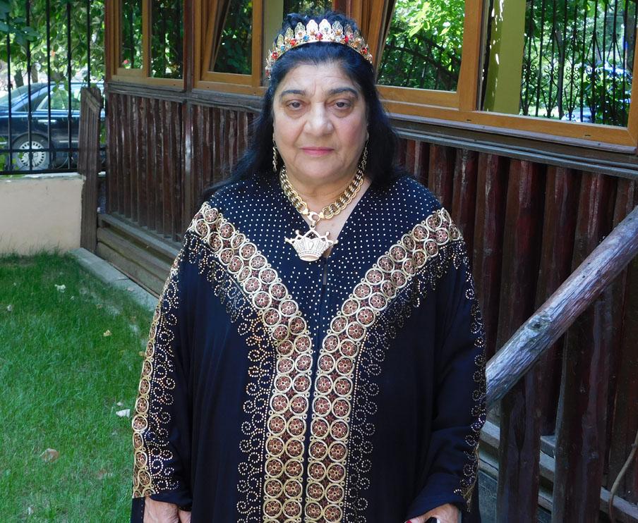 campina33 Regina Magiei Albe Maria Câmpina